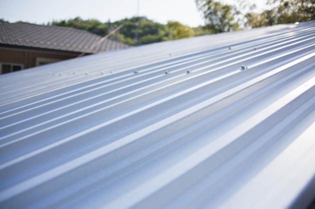 スレート屋根を覆うカバールーフ