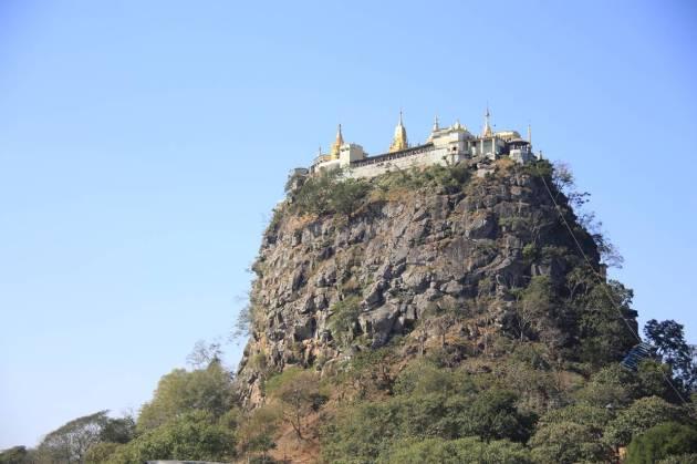 Myanmar Bagan ミャンマー バガン ポッパ山 Mt. Popa