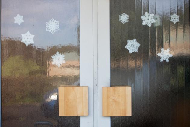 玄関扉 取っ手 木製