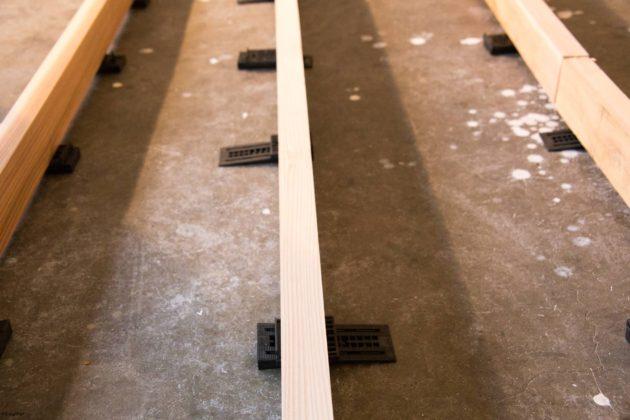 フローリング 施工 調整くさび つかボンド 無垢 杉フローリング